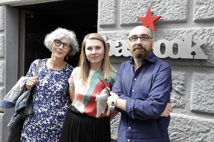Traducătoarea Marian Ochoa de Eribe, scriitoarea Tatiana Ţîbuleac şi editorul Enrique Redel.