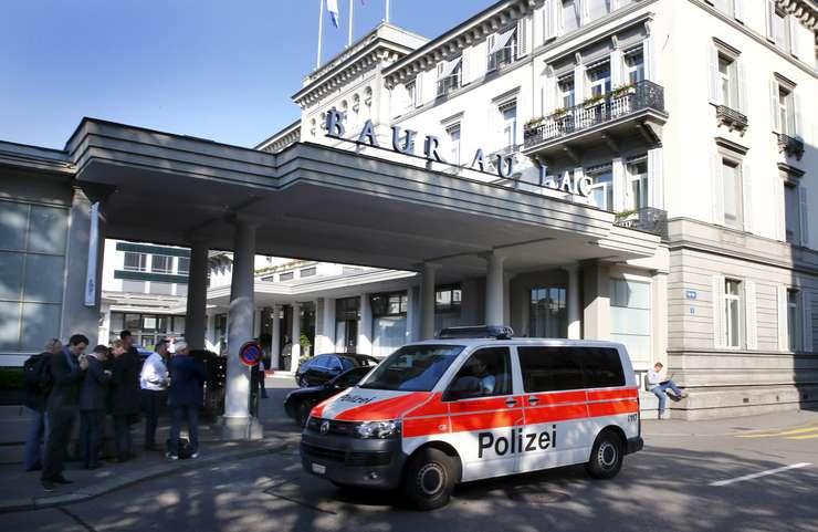 Hotelul de cinci stele din Zurich, unde au fost arestaţi oficialii FIFA (Foto: Reuters/Arnd Wiegmann)
