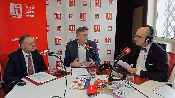 Liviu CHIRIC, Călin MATEI și Sergiu COSTACHE in studioul RFI Romania