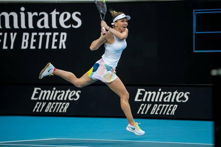 Simona Halep s-a calificat în turul al treilea de la Australian Open (Sursa foto: Twitter/Simona Halep)