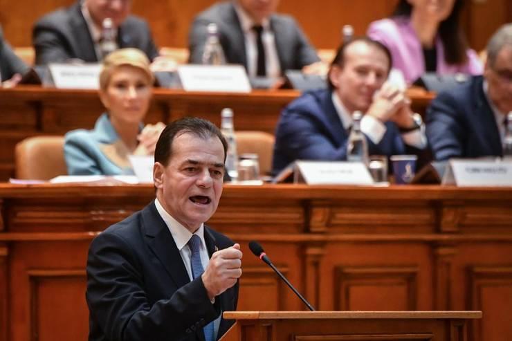 Premierul Ludovic Orban, în fata Parlamentului, 5 februarie 2020.