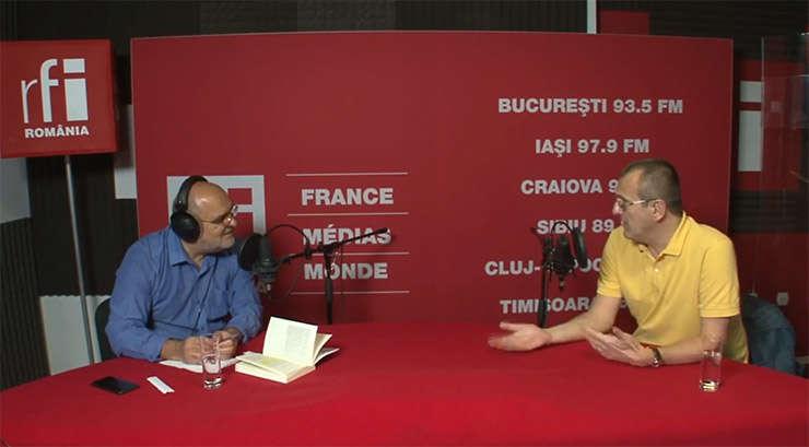 Ovidiu Nahoi și Cristian Preda in studioul RFI Romania