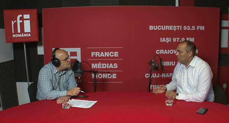 Ovidiu Nahoi și Gelu Duminica in studioul RFI Romania
