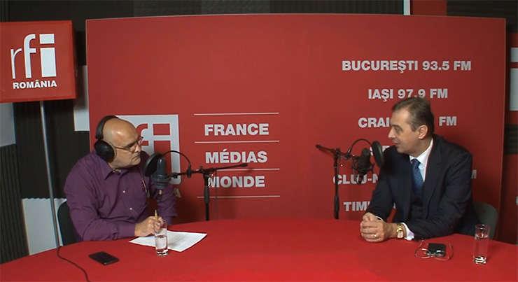 Ovidiu Nahoi și Iulian Chifu in studioul de înregistrări RFI Romania