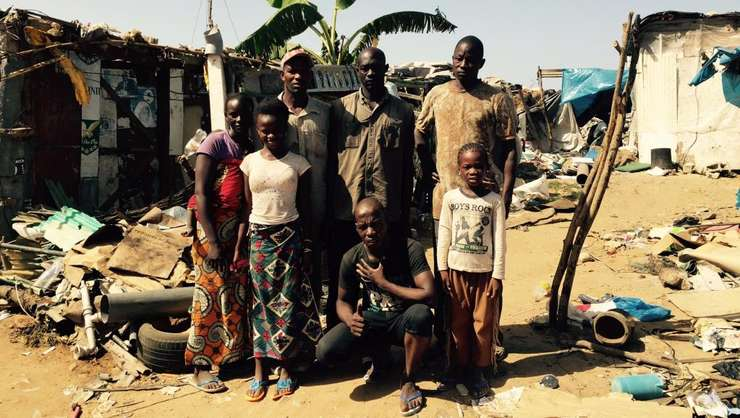 Locuitori din periferia Dakar, capitala Senegalului