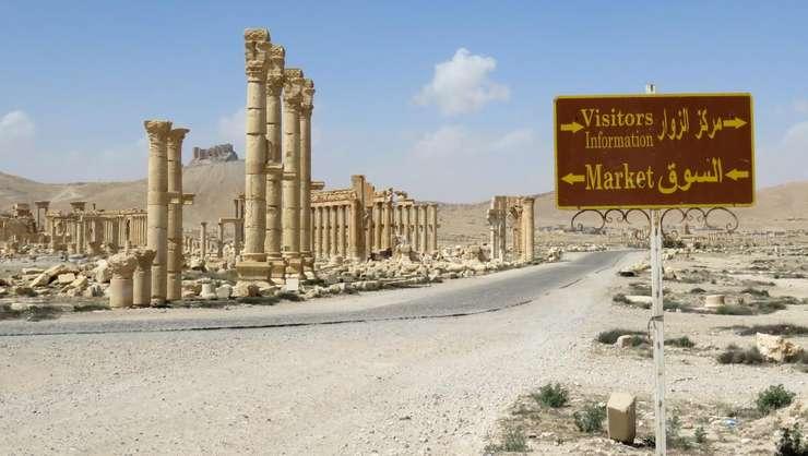 Intrarea în siturile arheologice de la Palmira fotografiatà pe 27 martie 2016 dupà eliberarea orasului de jihadistii din Organizatia stat islamic