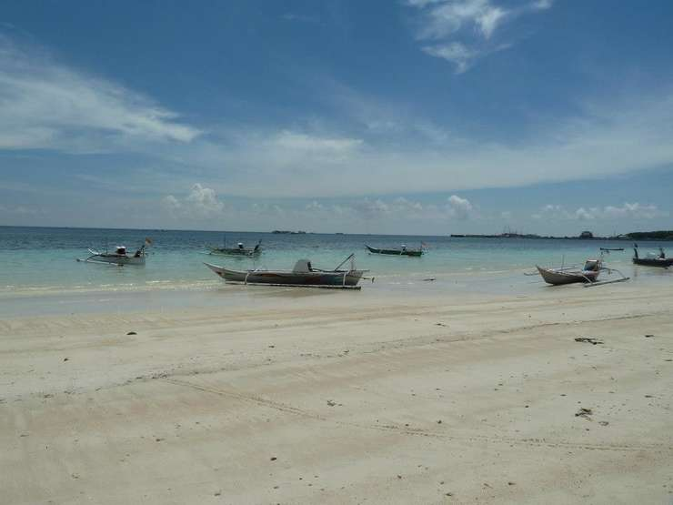 Pantai Bira, o plaja din Sulawesi, Indonesia.