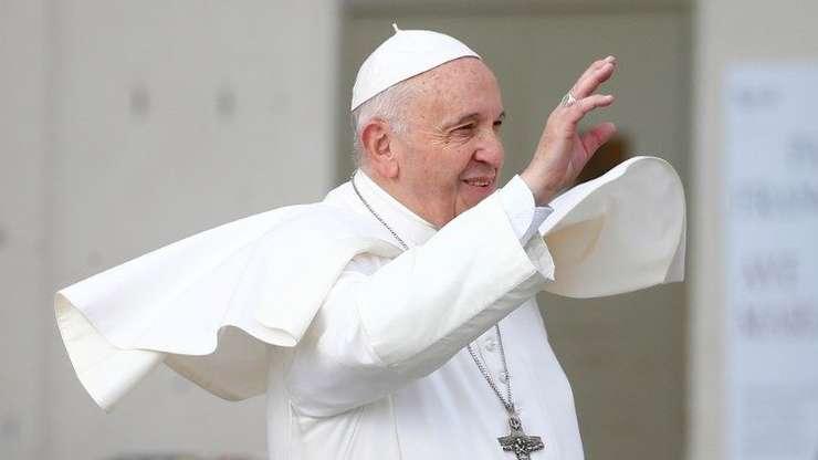 Începe azi vizita istorică, de trei zile, a Papei Francisc în România.
