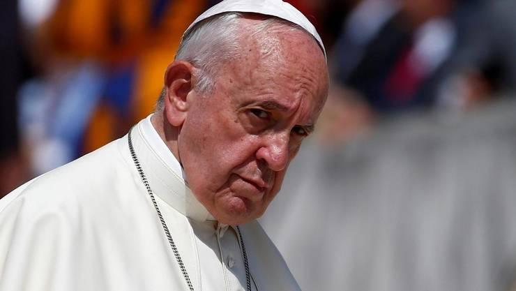 apa Francisc susține parteneriatul civil în cazul cuplurilor de acelaşi sex.