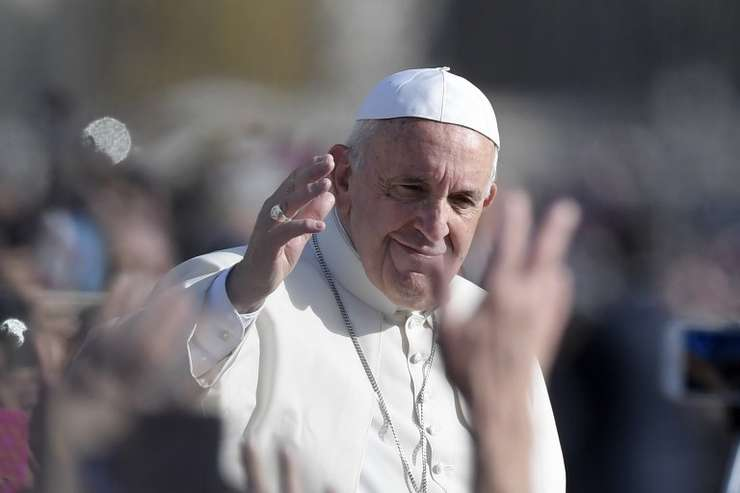 Papa Francisc și-a început vizita la București