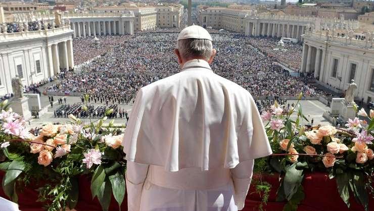 Papa Francisc, în fața credincioșilor din Piața Sf. Petru (Foto: Osservatore Romano via Reuters)