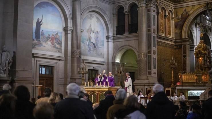 Pe fondul crizei sanitare si a carantinei impuse în Franța pe 30 octombrie 2020, serviciile religioase catolice au loc fără enoriasi, pentru a se limita propagarea coronavirusului.