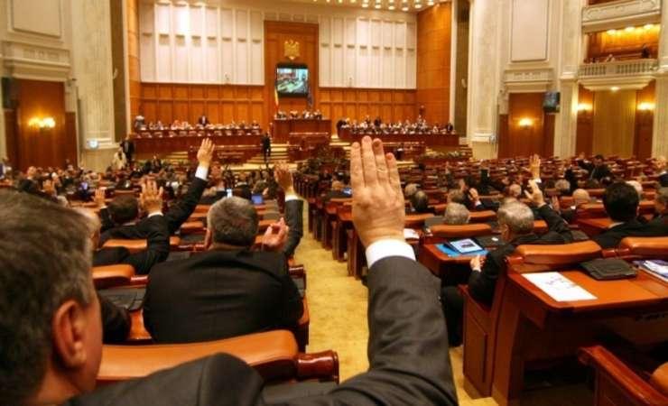Senatul a votat pensiile speciale pentru alesii locali