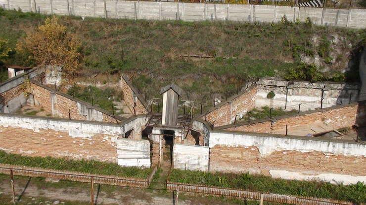 Mii de deţinuţi politici au fost închişi în lagărele comuniste