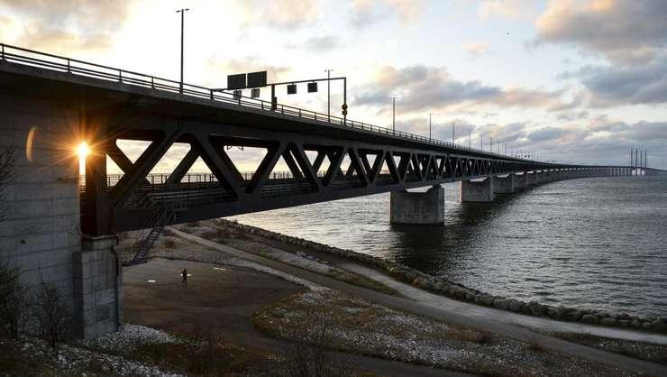 Podul-tunel Oresund care leagà Suedia de Danemarca