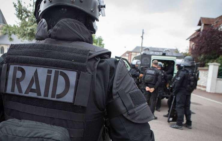 Membru al fortelor de politie speciale RAID (foto ilustratie)