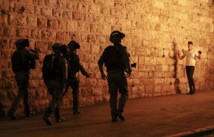 Politia israeliana la Ierusalim, 23 aprilie 2021.