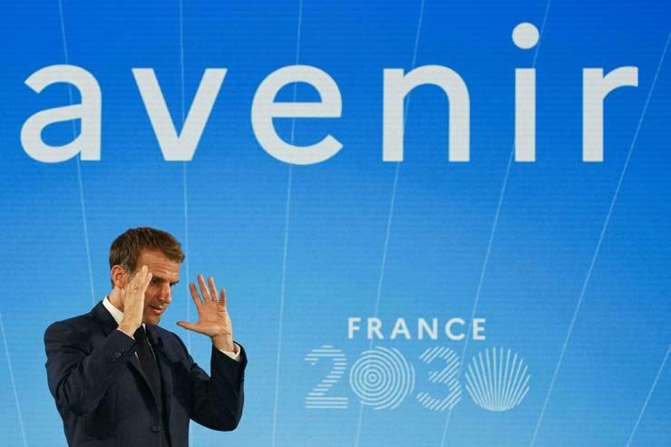 Presedintele Emmanuel Macron prezinta un plan de investitii în valoare de 30 de miliarde de euro pentru urmatorii 5 ani pentru dezvoltarea industriei si a tehnologiilor de viitor, 12 octombrie 2021.