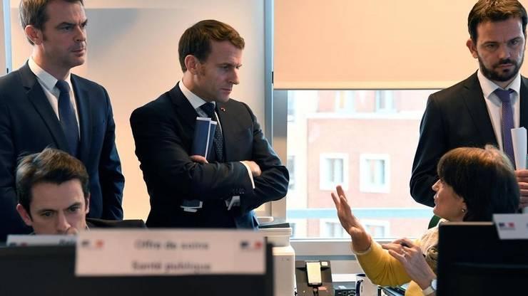 Presedintele Emmanuel Macron si Olivier Véran, ministrul Sanatatii la Centrul Operational pentru Urgente Sanitare si Sociale, Paris, 3 martie 2020.