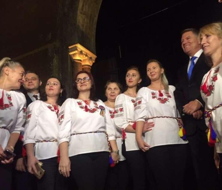 Presedintele României, Klaus Iohannis la Ambasada României din Paris si ambasadorul României la Paris, Luca Niculescu.