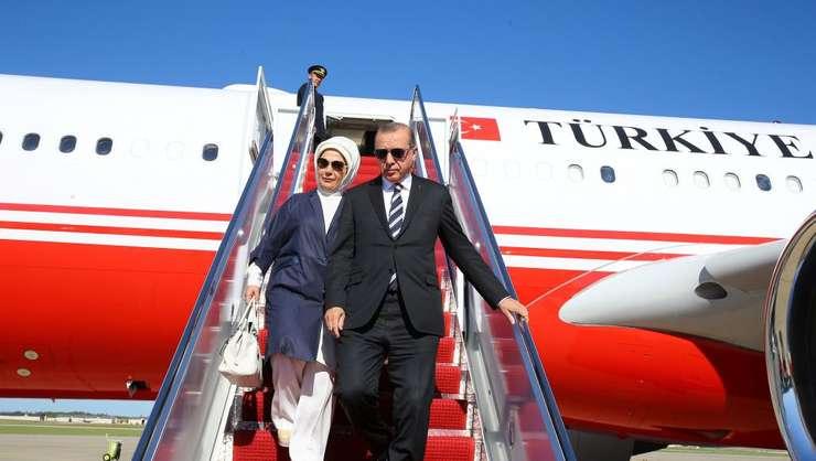 Presedintele Turciei - Recep Tayyip Erdogan si sotia sa - Emine Erdogan la aterizarea în Washington, 15 mai 2017