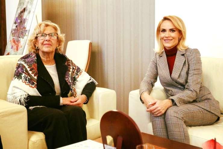Gabriela Firea (d) şi primarul oraşului Madrid, Manuela Carmena Castrillo, au stabilit crearea de grupuri comune de lucru (Sursa foto: Biroul de Presă al PMB)