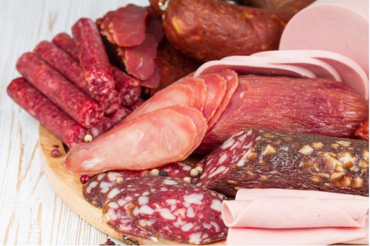 """Carne """"falsă"""", în magazinele din România?"""