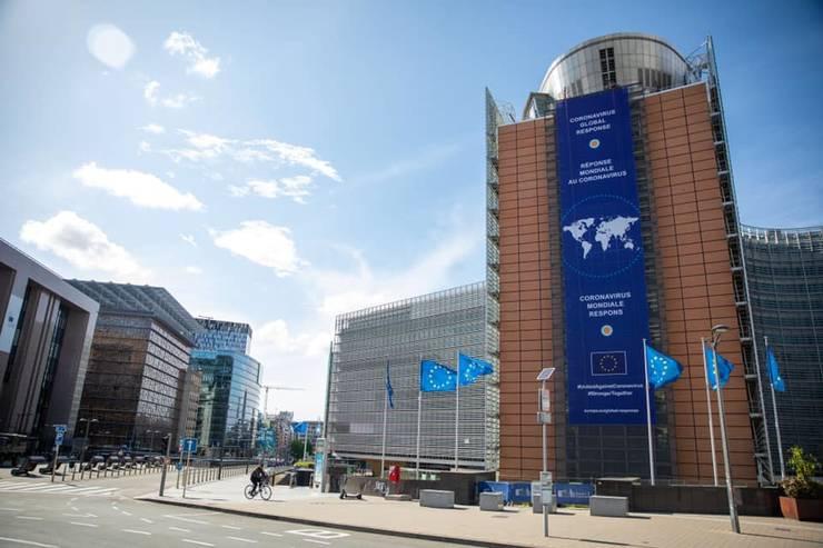 Comisia Europeană estimează o scădere economică abruptă în 2020 (Sursa foto: Facebook/Comisia Europeană)