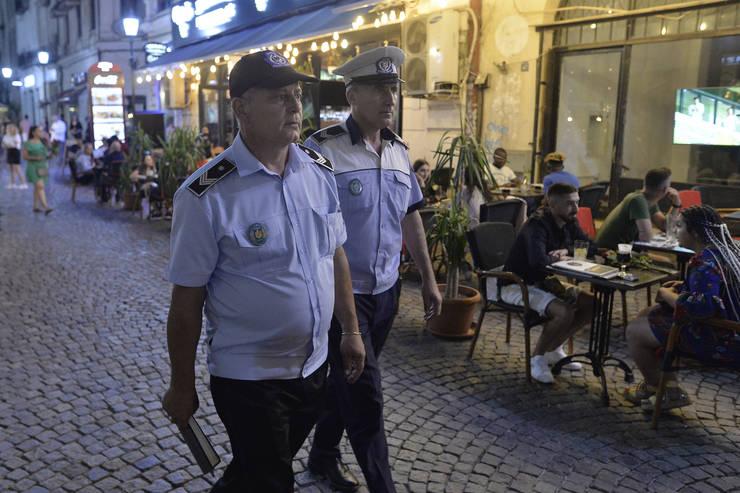 Polițiști, în control în Centrul Vechi din București (Sursa: MEDIAFAX FOTO/Eduard Vînătoru)