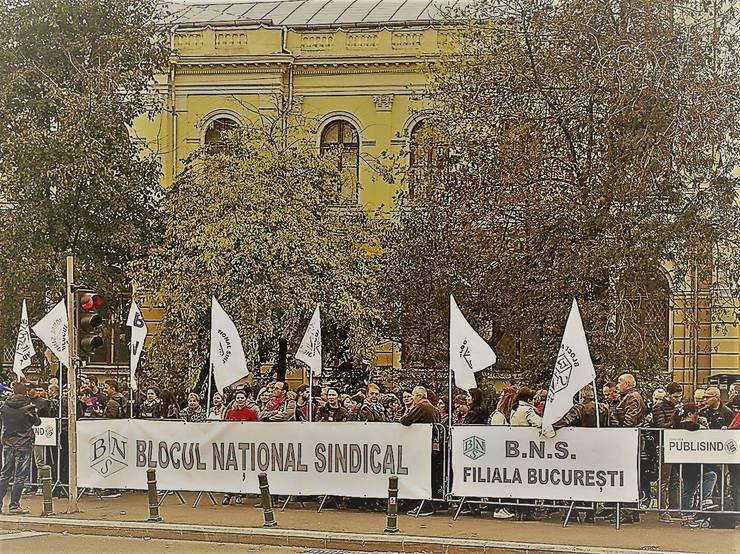Cele mai mari confederații sindicale organizează astăzi un miting de protest în Piața Victoriei. Printre revendicări, salariu minim decent și pensii echitabile.