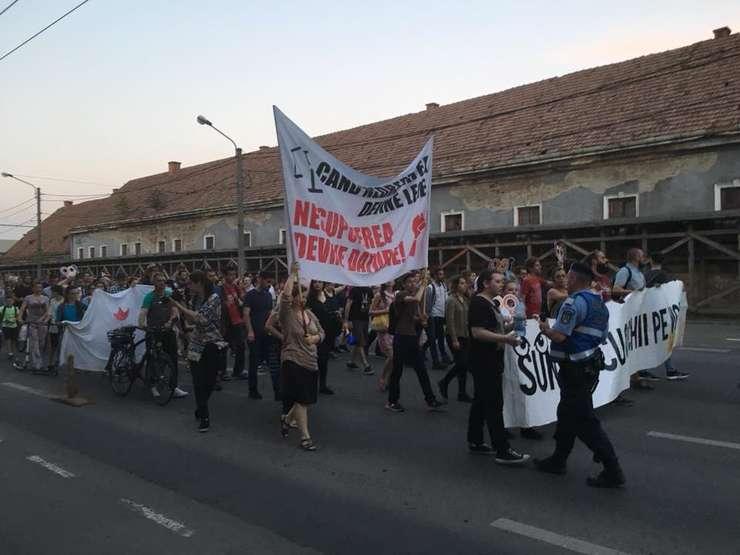 Peste 3.000 de clujeni au ieșit în stradă pentru legile Justiției