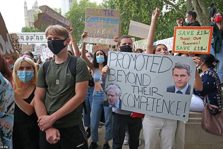 Protest elevi britanici