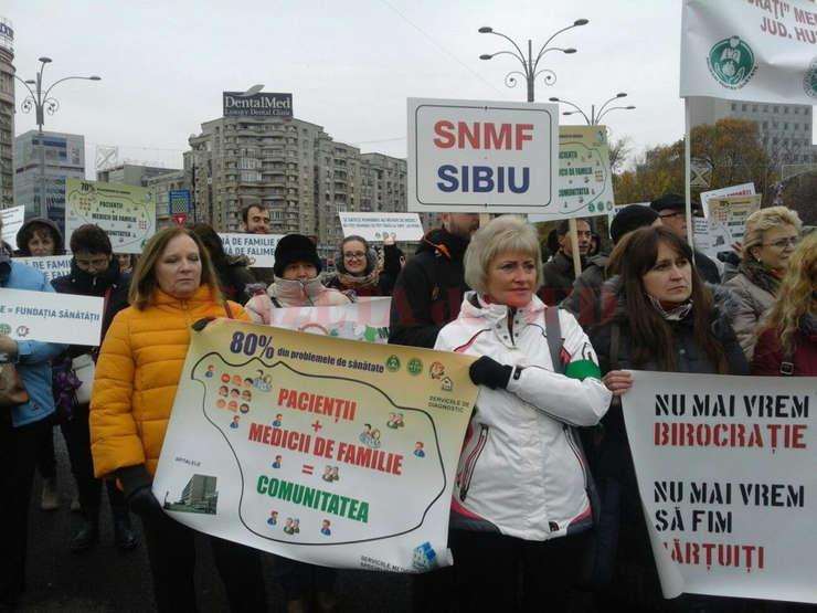 În 15 noiembrie medicii de familie şi pacienţii lor protestau în Piaţa Victoriei