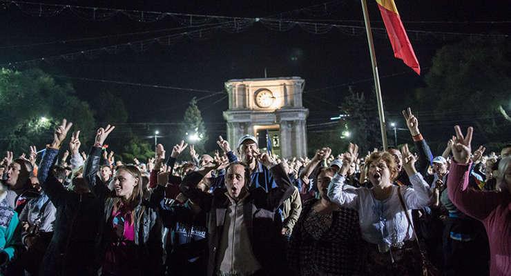 Presedintele ales al Republicii Moldova, Igor Dodon, anunta ca intentioneaza sa declanseze alegeri legislative anticipate