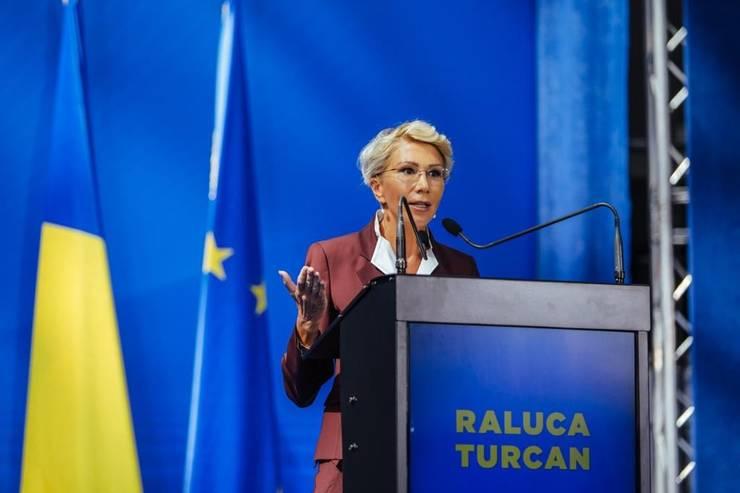 Raluca Turcan critică populismul unor politicieni, în contextul coronavirusului (Sursa foto: Facebook/Raluca Turcan)