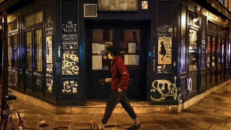 Restrictiile impuse de pandemia de coronavirus au lipsit Parisul si zona capitalei franceze de importante resurse financiare, în particular de la turisti si oameni de afaceri.