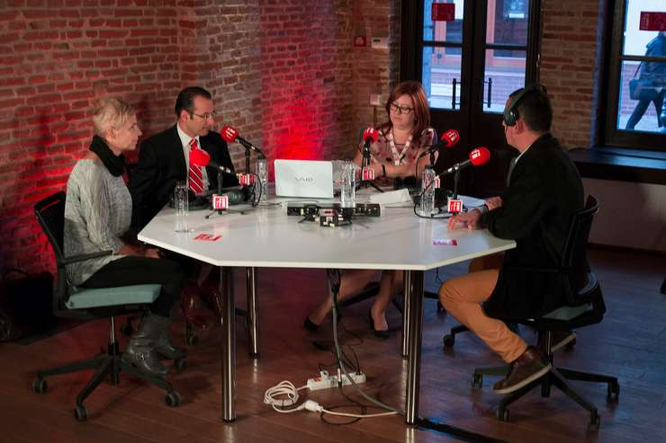 Sabina Fati (România Liberă), Andrei Țărnea (Aspen), Magda Prelipceanu (RFI) și Vasile Damian (RFI)