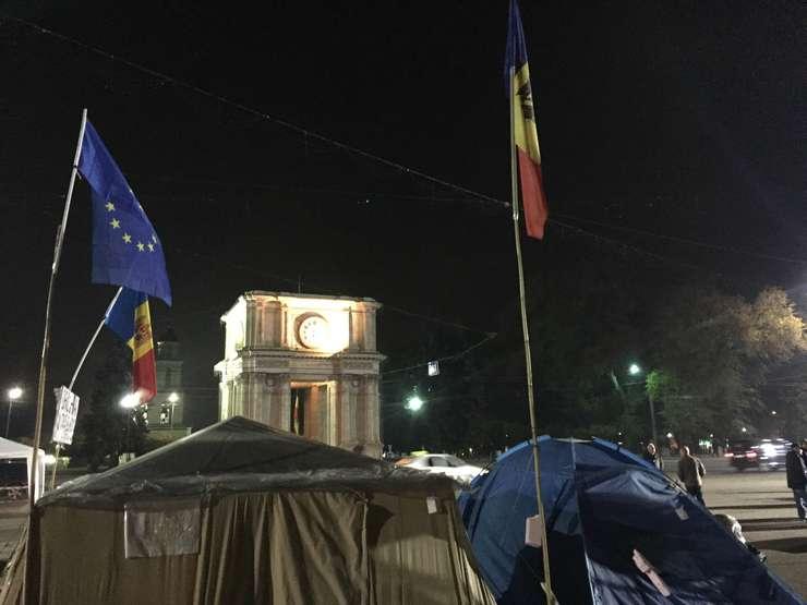 Corturi ale protestatarilor din Chișinău (Foto: RFI)