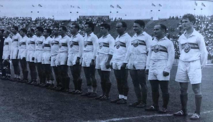 Echipa României înaintea meciului cu Franța din 1960