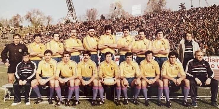 Echipa României înainte de meciul în premieră cu Țara Galilor de la București, 12 noiembrie 1983