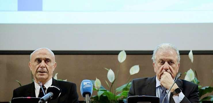 Ministrul italian de interne Marco Minniti si comisarul european însàrcinat cu migratiile Dimitris Avramopoulos, pe 20 martie 2017 la Roma