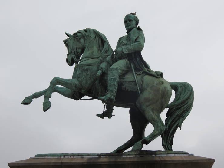 Statuia ecvestră a lui Napoleon de la Rouen realizată de Vital Gabriel Dubray în 1865.