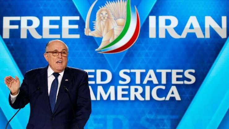 Rudy Giuliani, fostul primar al New York sustine un discurs la Villepinte, în apropiere de Paris, 30 iunie 2018, în Consiliul National de Rezistenta al Iranului