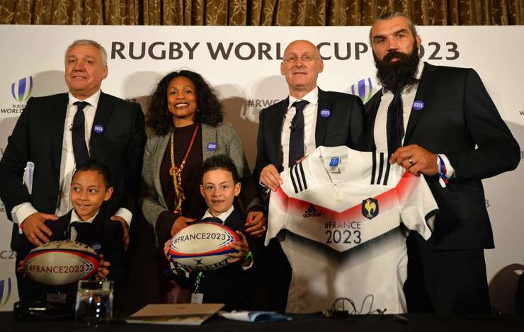 Copii fostului international neo-zeelandez Jonah Lomu împreunà cu Claude Atcher, Laura Flessel, Bernard Laporte si Sébastien Chabal, la Londra, cu ocazia prezentàrii candidaturii franceze pentru Cupa Mondialà de rugby 2023