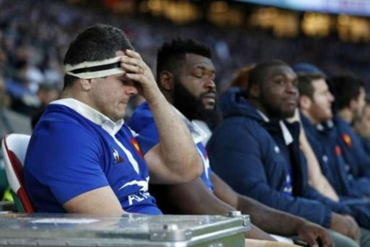 Jucàtorii echipei nationale franceze de rugby, în urma înfrângerii suferite în fata Angliei pe 10 februarie 2019 pe stadionul Twickenham