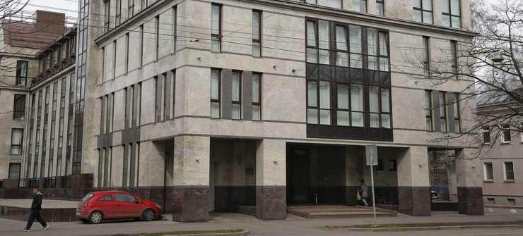 In acest imobil din periferia orasului Sankt-Petersburg ar exista informaticieni însàrcinati sà polueze retelele sociale cu comentarii anti-occidentale si pro-regim