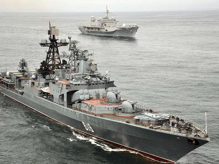 Rusia își întărește practic în fiecare zi capacitățile militare în peninsula Crimeea