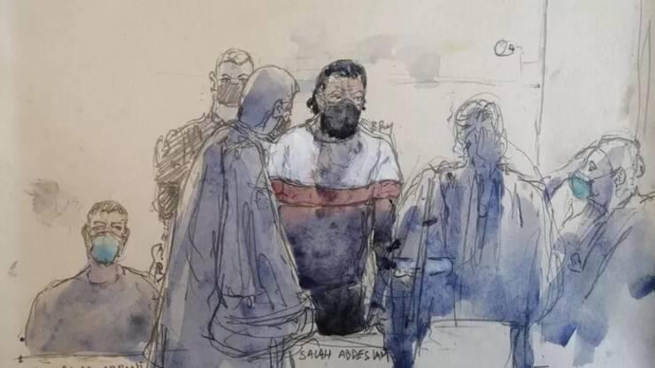 Salah Abdeslam, principalul acuzat la procesul atentatelor din 13 noiembrie 2015, în boxa sàlii tribunalului special din Paris.