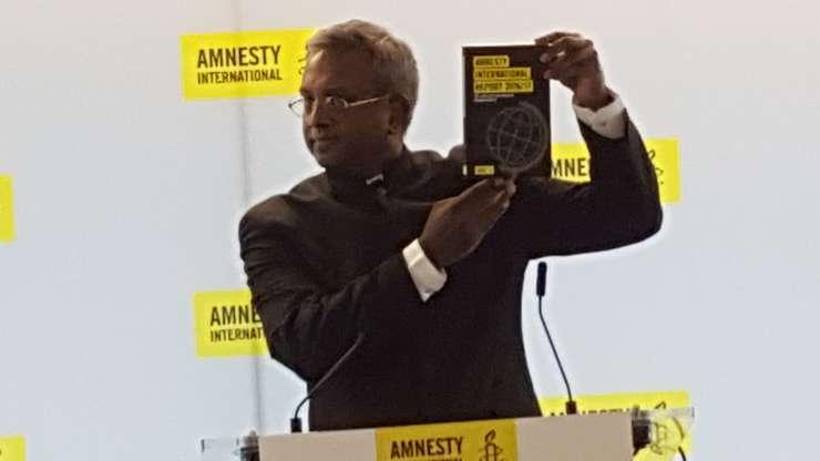 Salil Shetty, secretarul general Amnesty International, prezentând raportul 2016/2017 la Paris