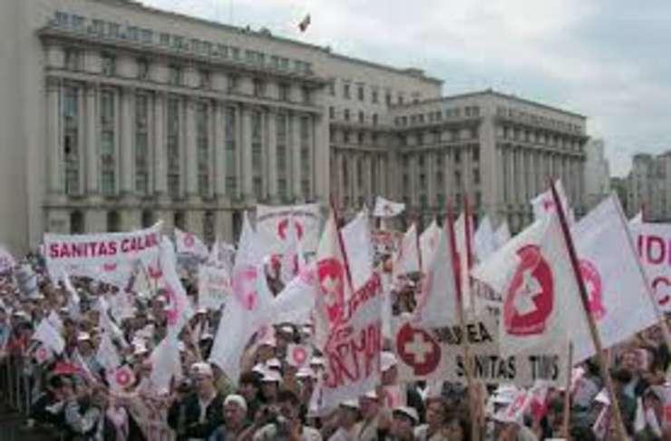Sindicalistii din SANITAS suspenda temporar protestele
